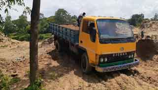 ধলাই নদীতে পাউবি'র উত্তোলিত বালুবিক্রি : রাজস্ব বঞ্চিত সরকার