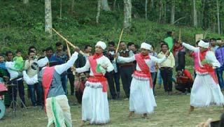 খাসিয়াদের বর্ষ বিদায় 'খাসি সেঙ কুটস্যাম' উদযাপন