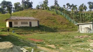 পাহাড়ি টিলায় বাণিজ্যিক প্রতিষ্ঠান স্থাপনের হিড়িক