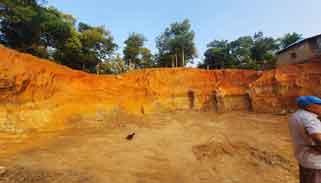 বিপর্যস্ত হচ্ছে প্রাকৃতিক পরিবেশ : কমলগঞ্জে টিলা কেটে সাবাড়
