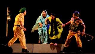 শিল্পকলায় মঞ্চস্থ ঢাকা পদাতিক'র 'কথা ৭১'