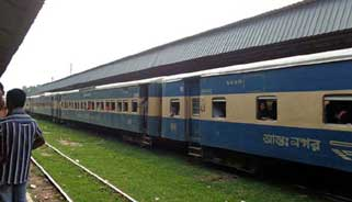 প্রায় ৭ ঘণ্টা পর ঢাকার সাথে উত্তরবঙ্গের রেল যোগাযোগ স্বাভাবিক