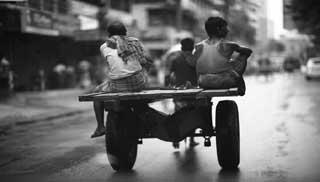 মৌলভীবাজারে অর্থ ও রেশন চান রিকশা-ঠেলা-ভ্যান শ্রমিকরা