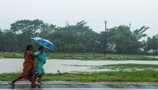 বাংলাদেশ উপকূল অতিক্রম শুরু করেছে আম্ফান