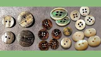 গরু-মহিষের শিং ও হাঁড় থেকে তৈরি বোতাম বিদেশে রপ্তানি হচ্ছে