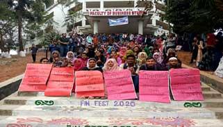 পাঁচ দফা দাবিতে আন্দোলনে কুবির বিবিএ'র শিক্ষার্থীরা