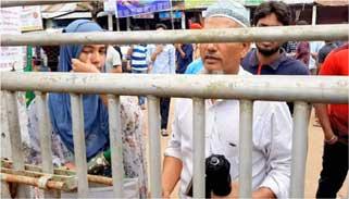 আজও দেরিতে আসা পরীক্ষার্থীকে কেন্দ্রে ঢুকতেদিয়েছেকুবি প্রশাসন