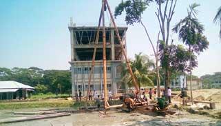 রাজাপুরে ঘূর্ণিঝড় আশ্রয় কেন্দ্র নির্মাণে অনিয়মের অভিযোগ