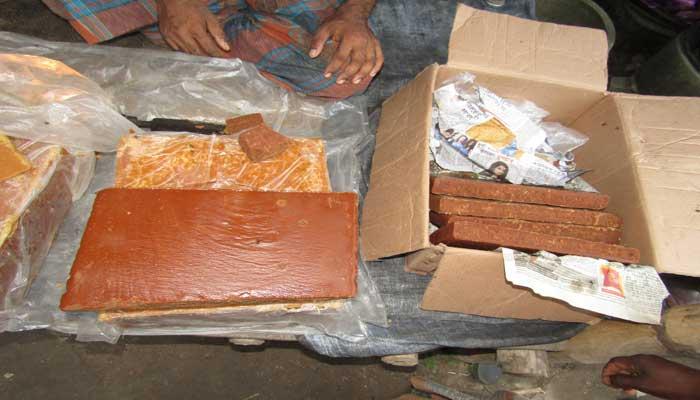 আক্কেলপুরে অবাধে তৈরী হচ্ছে ভেজাল খেজুর রসের পাটালী গুড়