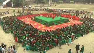 ঢাবি মাঠে হাজারো কণ্ঠে জাতীয় সঙ্গীত পরিবেশন