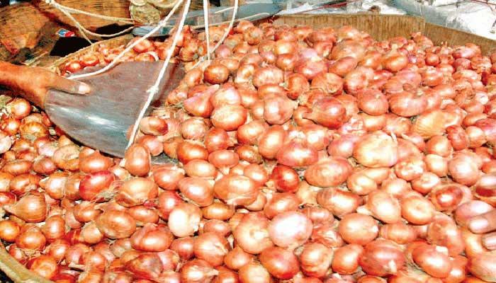 গোয়েন্দা নজরদারিতে ৩৪১ পেঁয়াজ আমদানিকারক