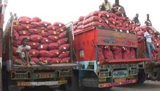 ভারতের পেঁয়াজের ট্রাক বাংলাদেশে ঢুকবে বুধবার