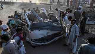 পাকিস্তানে শিখ ধর্মাবলম্বীদের বাসে ট্রেনের ধাক্কা : নিহত ২০