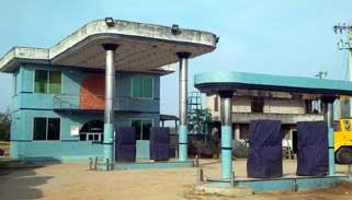আক্কেলপুরে ৪টি পাম্পে জ্বালানি তেল সরবরাহ বন্ধ:দূর্ভোগ চরমে