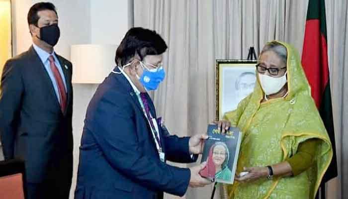 পররাষ্ট্রমন্ত্রীর নতুন বই 'শেখ হাসিনা: বিমুগ্ধ বিস্ময়'