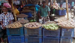 আক্কেলপুরে আলুর মূল্য সংক্রান্ত প্রজ্ঞাপনকে বৃদ্ধাঙ্গুলি
