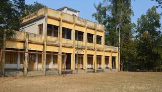 শাজাহানপুরে ব্যাহত হচ্ছে প্রাথমিক শিক্ষা