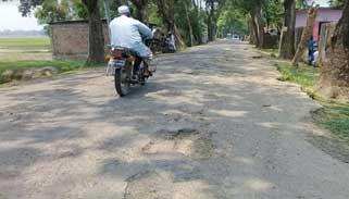 মৌলভীবাজার-চাতলা সড়কের বেহাল দশা:ভারতের সাথে বাঁধাগ্রস্ত বাণিজ্য