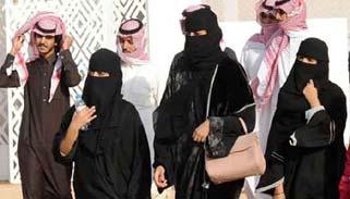 আবায়া'র বিরুদ্ধে সৌদি নারীদের ব্যতিক্রমী বিক্ষোভ