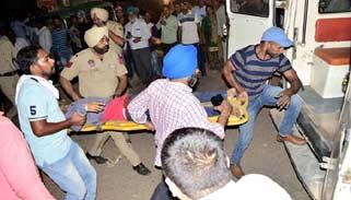 ভারতে ভয়াবহ ট্রেন দুর্ঘটনায় মৃতের সংখ্যা বেড়ে ৬১ জনে দাঁড়িয়েছে