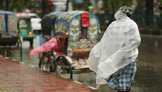 রাজধানীতে ঝরছে বৃষ্টি : বেড়েছে শীত