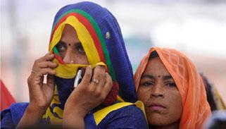 মদ নিষিদ্ধ করার দাবিতে যুদ্ধে নেমেছেন ভারতের নারীরা