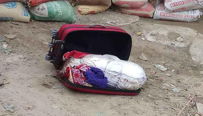 ময়মনসিংহে পুলিশের ঘিরে রাখা ব্যাগে মিললো খণ্ডিত মরদেহ