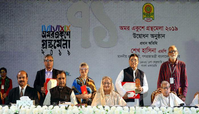 চার লেখক পেলেন বাংলা একাডেমি পুরস্কার
