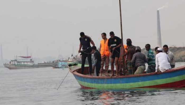 বুড়িগঙ্গায় নৌকাডুবি : ছয়জন নিখোঁজ