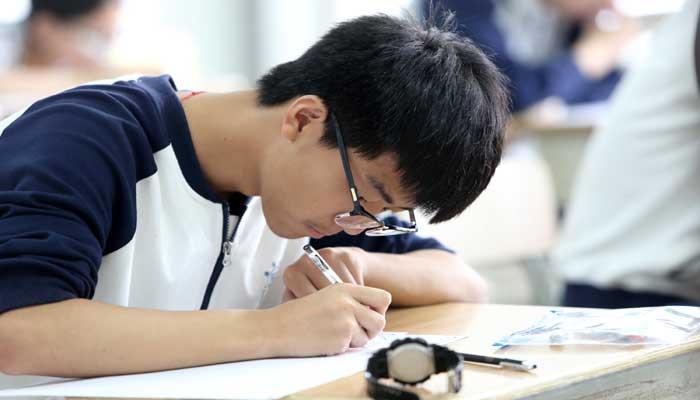 চীনে শিক্ষার্থীদের সকাল ৮টার পর ঘুমালেই দেওয়া হবে শাস্তি