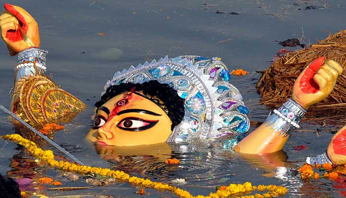 প্রতিমা বিসর্জনে শেষ হল শারদীয় দূর্গোৎসব