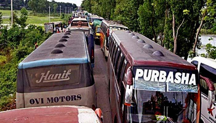 হঠাৎ পুলিশের তল্লাশি : ঢাকা-আরিচা মহাসড়কে দীর্ঘ যানজট