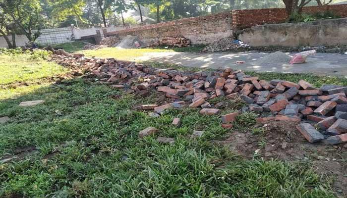 আশুলিয়ায় জমি ক্রয়ে ব্যর্থ হয়ে ভাংচুর ও নির্মাণ সামগ্রী লুট :মামলা