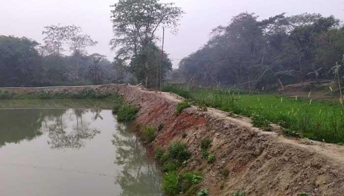 ত্রিশালে প্রভাবশালীদের দখলে নদী, প্রশাসনের কাছে ৯৯ জনের তালিকা